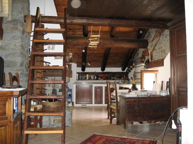 Appartamento casa vacanza kaporo bionaz valle aosta alloggio - Cucina con soppalco ...